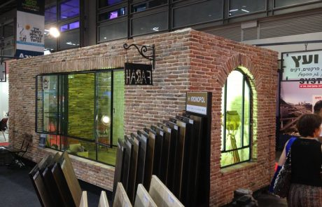 ביתן של בריק ועץ בתערוכת העיצוב