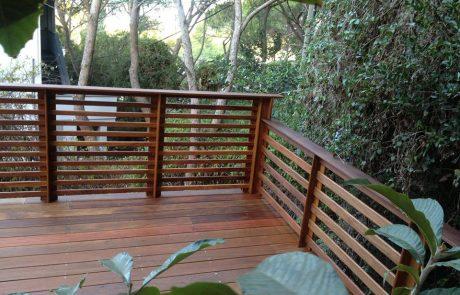 דק קמרו במרפסת בגבעת דאונס חיפה
