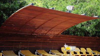 פרויקט הדגל של בריק ועץ 250 מטר של משטח דק מעץ איפאה
